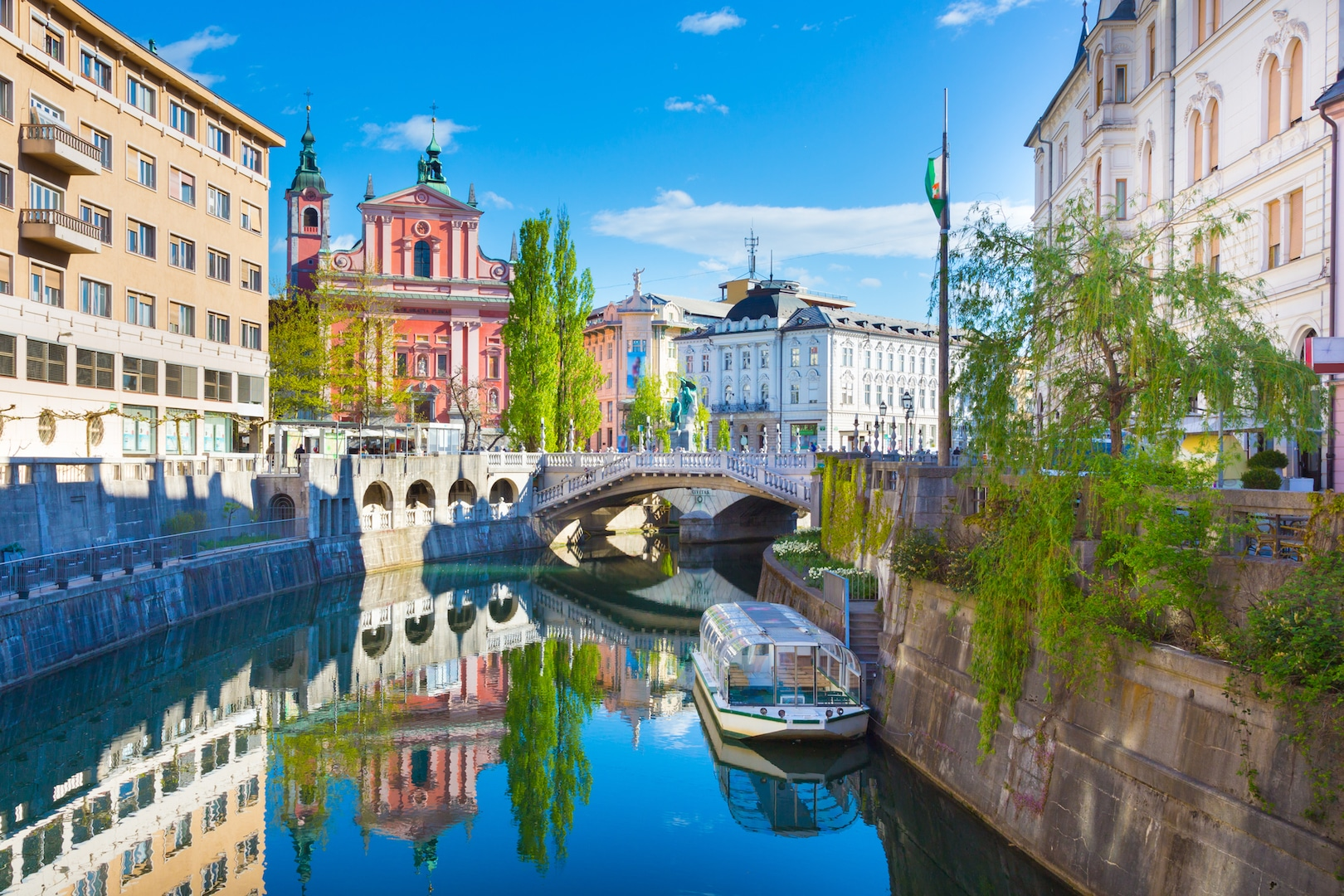 Ljubljana_riverbank_mostphotos