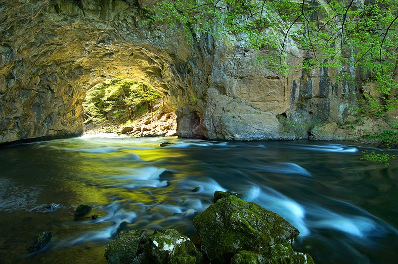 Rakov Škocjan Large Natural Bridge_Tomo Jeseničnik